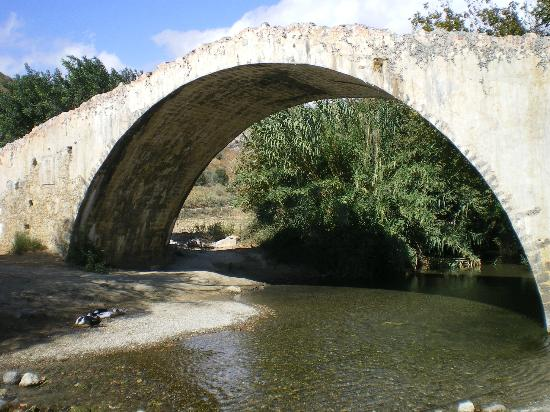 Plakias, Grecia: The fake bridge