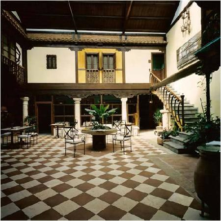 ‪روستيكاي هوتل لا كاسا ديل ريكتور: Patio Interior‬