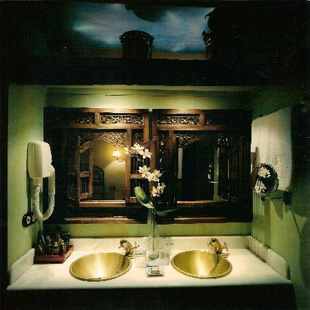 La Casa del Rector: Detalle Baño