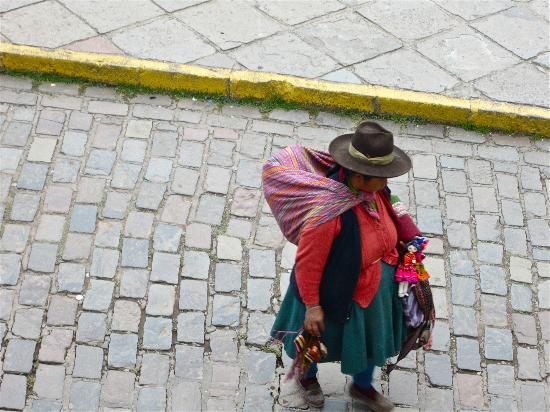 Inkaterra La Casona Relais & Chateaux: Lady in national costume