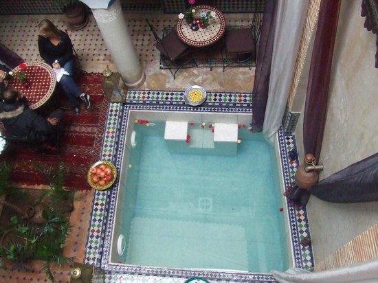 Riad Tamarrakecht: vista sulla piscina interna