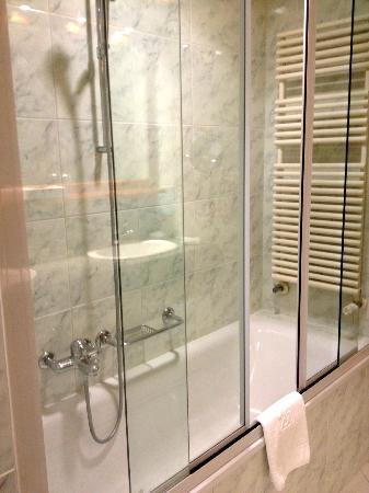 Hotel Royal : Salle de bains