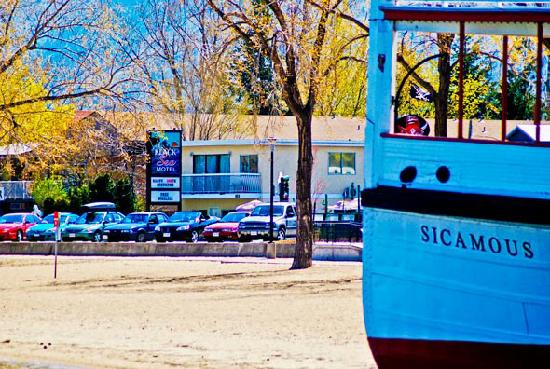 Black Sea Motel & Restaurant: Steps from Okanagan Lake