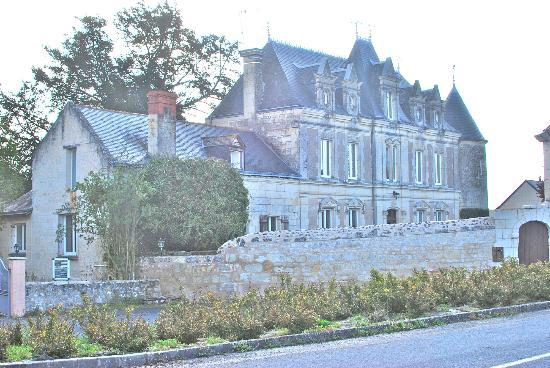 Domaine de Presle: View from the roundabout