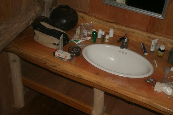 Togat Nusa Retreat: bathroom