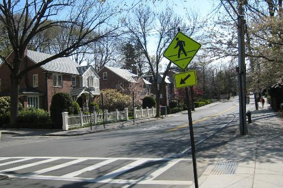Longwood Inn Neighborhood