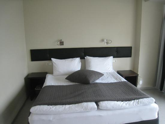 CenterHotel Plaza: Bed