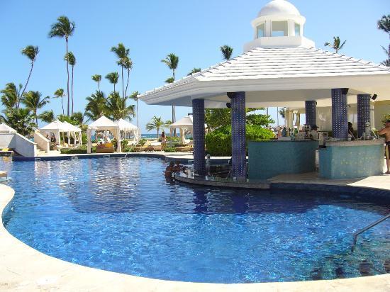 Iberostar Grand Hotel Bavaro : Pool swim-up bar!