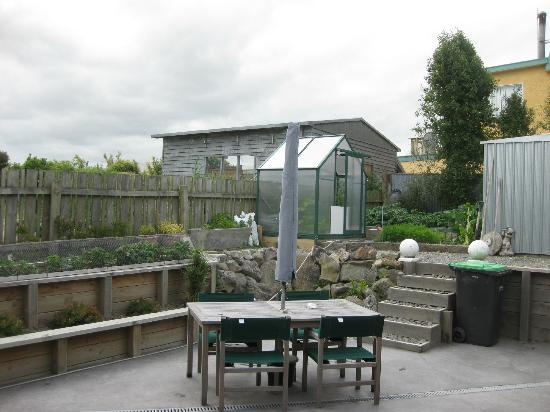 Pleasant View Bed & Breakfast Timaru: garden/patio area in back