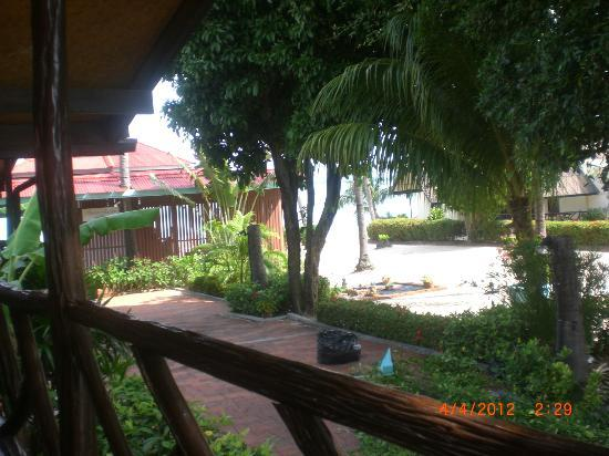 Secret Garden Beach Resort: View from the veranda towards the beach