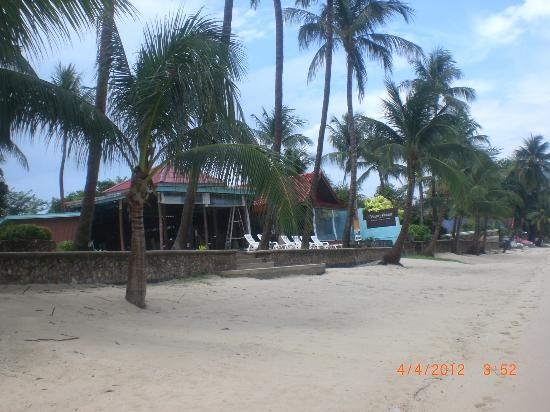 Secret Garden Beach Resort: View of the hotel / restaurant from the beach