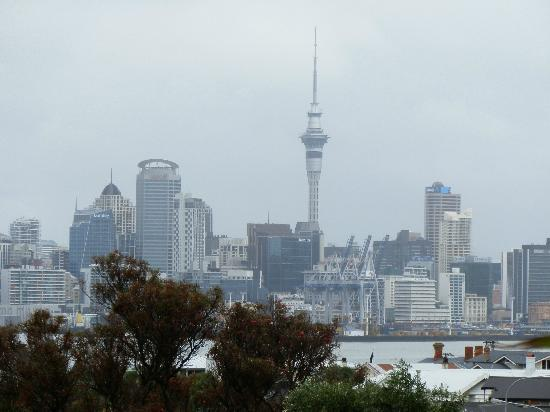 Admirals Landing Bed & Breakfast: Auckland from Devonport