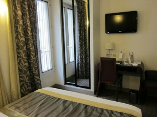 Hotel Opera d'Antin: a little bit small but okay