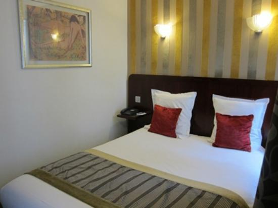 Hotel Opera d'Antin: bed size is a little bit small