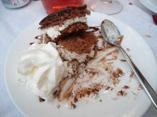 Restaurante Margarita: my chocolate cake and cream.. had to take a pic to savour the flavour