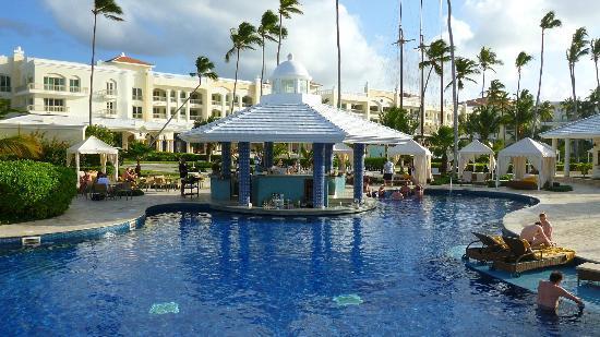Iberostar Grand Hotel Bavaro : Swim up bar at the pool