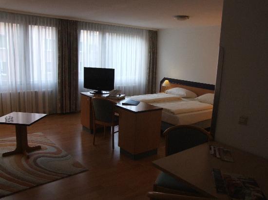 Abalon Hotel Ideal: room