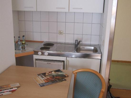 Abalon Hotel Ideal: Kitchen