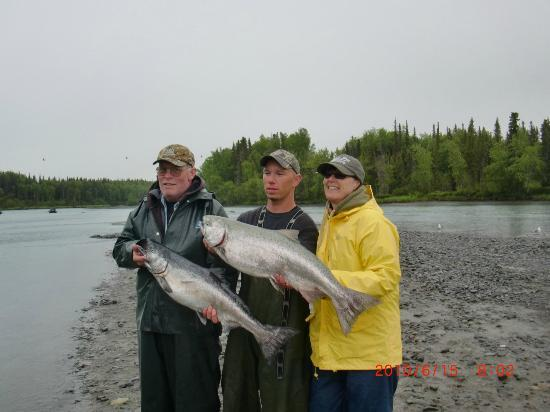 Fishology Alaska : Friends Ken and Carole with Mark on the Kasilof River