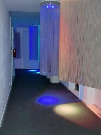 chic&basic Born Hotel: corridoio