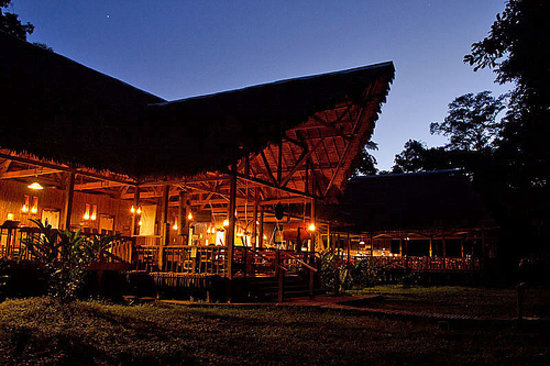 Tambopata Research Center: Lodge at night