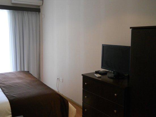 Ker Belgrano Apart & Spa: HABITACION con aire y monitor