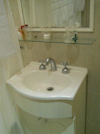 Ker Belgrano Apart & Spa: baño