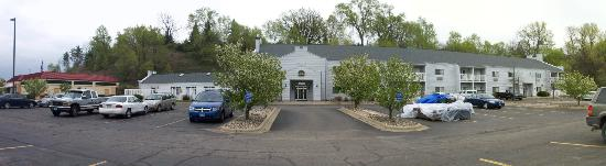 Best Western Rivertown Inn & Suites: Front of hotel