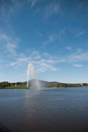 The Captain Cook Memorial Water Jet
