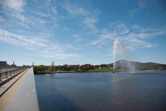 Captain Cook Memorial Water Jet: The water jet from Commonwealth Avenue bridge
