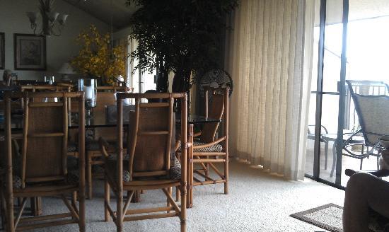 Maalaea Surf Resort: Dining