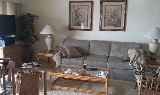 Maalaea Surf Resort: Living Room