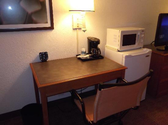 La Quinta Inn Houston Greenway Plaza Medical Area: Desk