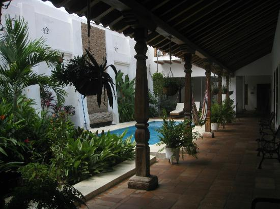 Bioma Boutique Hotel Mompox: courtyard/pool