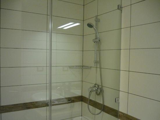 Lastarria 43-61: Bano para visitas y cuarto pequeno (cuarto principal con bano en suite)