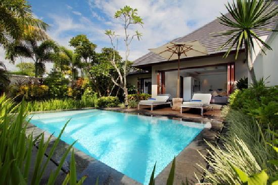 Nunia Boutique Villas: pool view