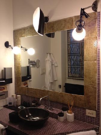 3 Rooms : bathroom