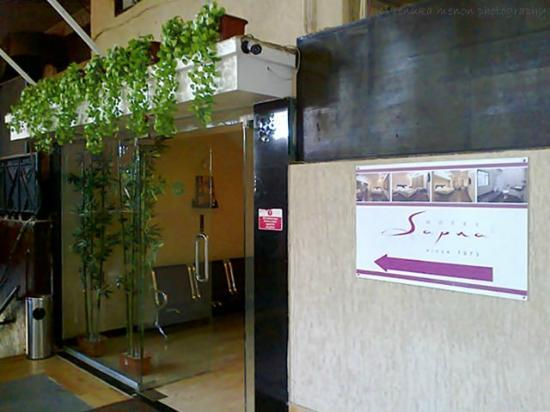 Hotel Sapna : the entrance to the hotel and reception ..