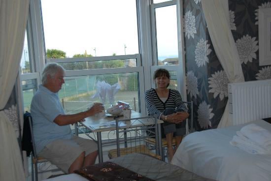 Duporth Guest House: Breakfast overlooking the town