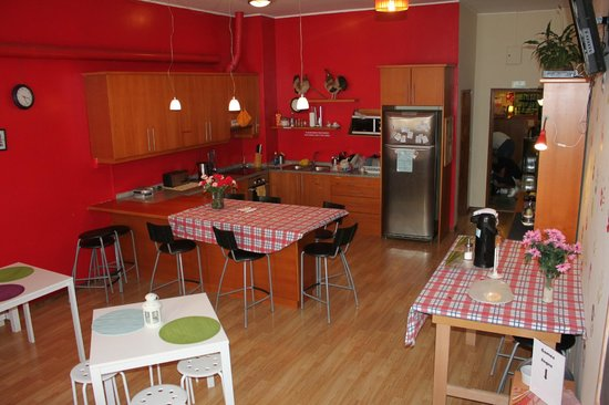 Porto Downtown Hostel: kitchen