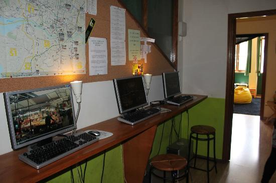 Porto Downtown Hostel: Internet point