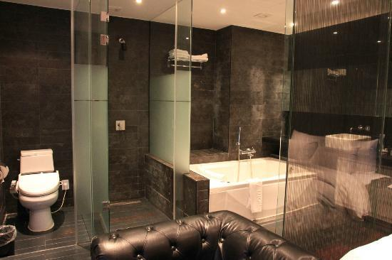 Hotel Amare: Room 702, hot tub, and shower cubicle