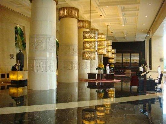 فندق  رافلز: inside lobby