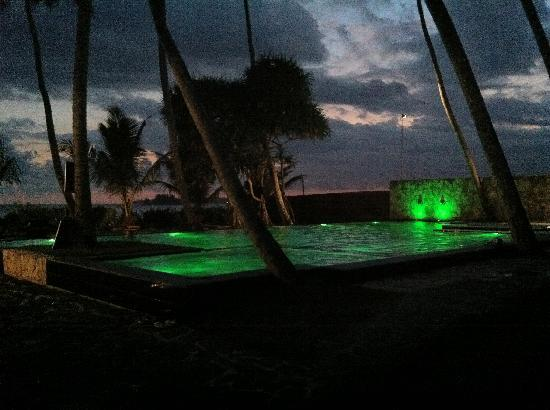 Weligama Bay Resort: very clean small swimming pool with a jacuzzi