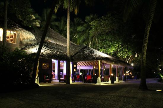 Baros Maldives: Relax with a drink
