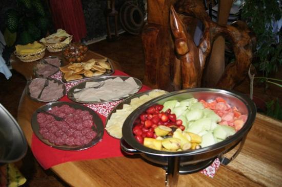 "Chez Maria Goretti : Buffet du Petit déjeuner(miam ""firifiri"" trop bon)"