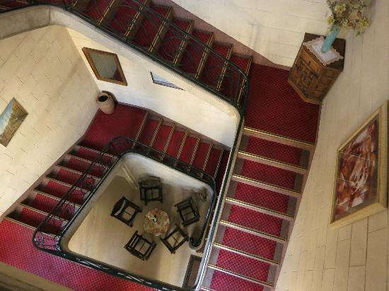 Hotel le Medieval : Accès escalier aux chambres