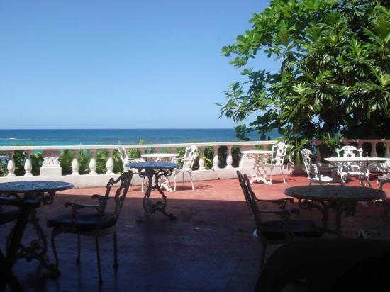 Silver Seas Resort Hotel: Cerca del bar y la piscina