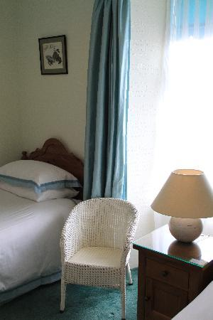 Morven Guest House : Bedroom 2 Private Bathroom