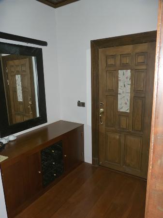 Aureum Palace Resort & Spa Inle : Puerta de entrada a la habitación